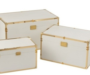 3 malles blanches et doré