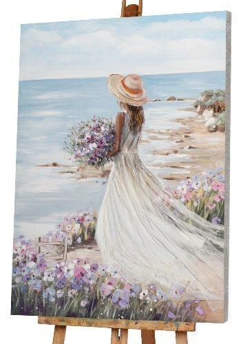 femme à la plage avec robe blanche